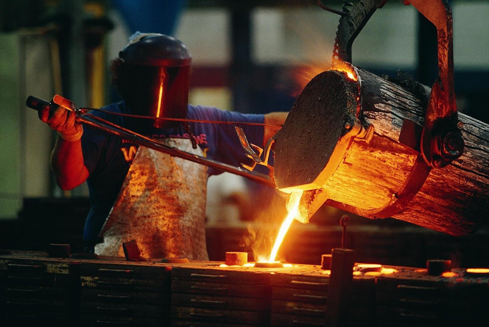 Como o investimento em tecnologia verde ajuda as indústrias metalúrgica e siderúrgica a serem mais sustentáveis